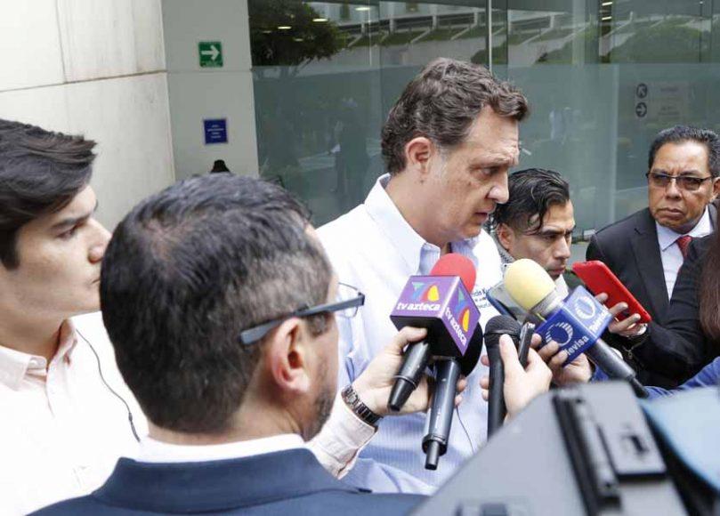 Entrevista al Coordinador de los senadores del PAN, Mauricio Kuri González, previo al inicio de la sesión de la Comisión Permanente