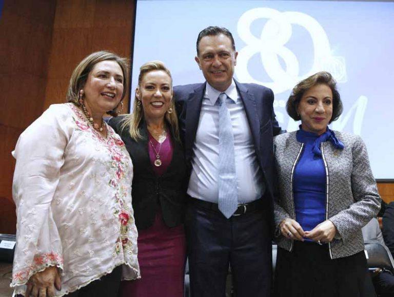 Senadores y exsenadores durante el Encuentro: Legisladores y ex Legisladores federales del PAN, en el marco del 80 aniversario de ese instituto político.