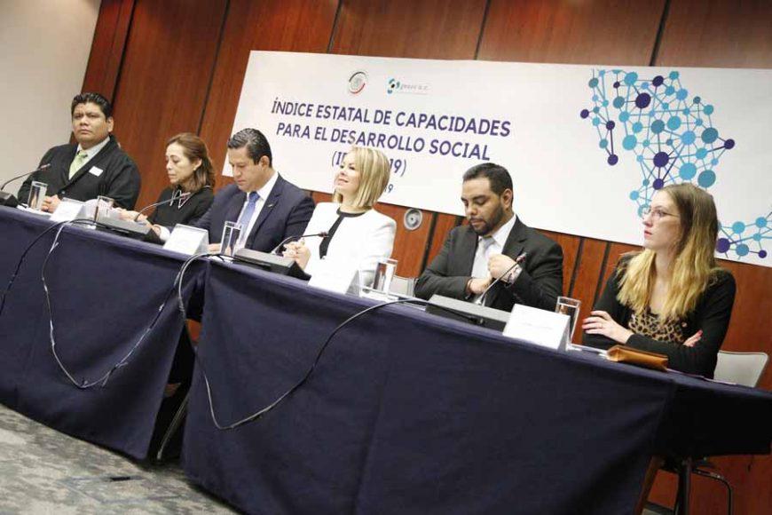 Senadoras del PAN Josefina Vázquez Mota y Minerva Hernández Ramos, durante la presentación del Índice Estatal de Capacidades para el Desarrollo Social (IDES 2019)