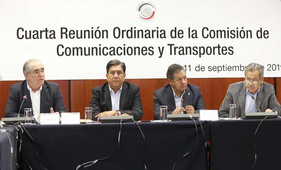 Participación del senador del PAN Julen Rementeria Del Puerto, durante la cuarta reunión ordinaria de la Comisión de Comunicaciones y Transportes.