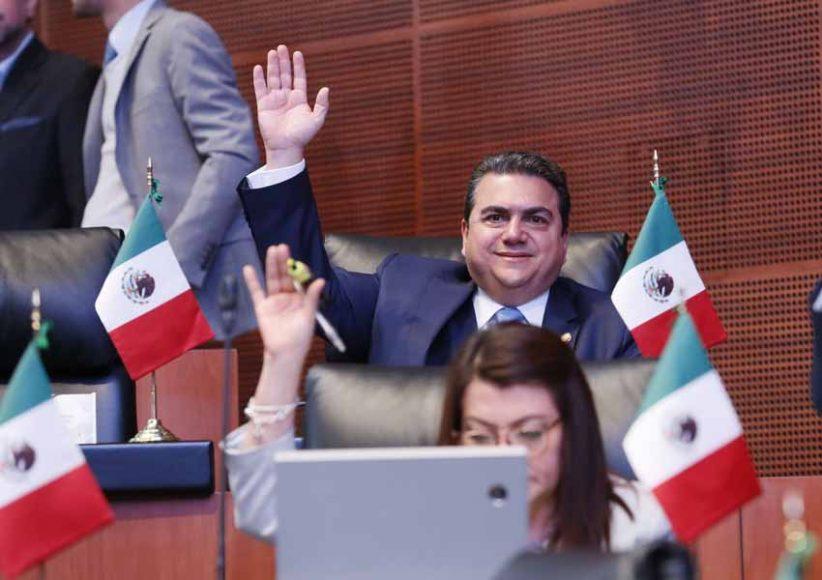 Senadoras y senadores del Partido Acción Nacional durante los trabajos de la sesión ordinaria.