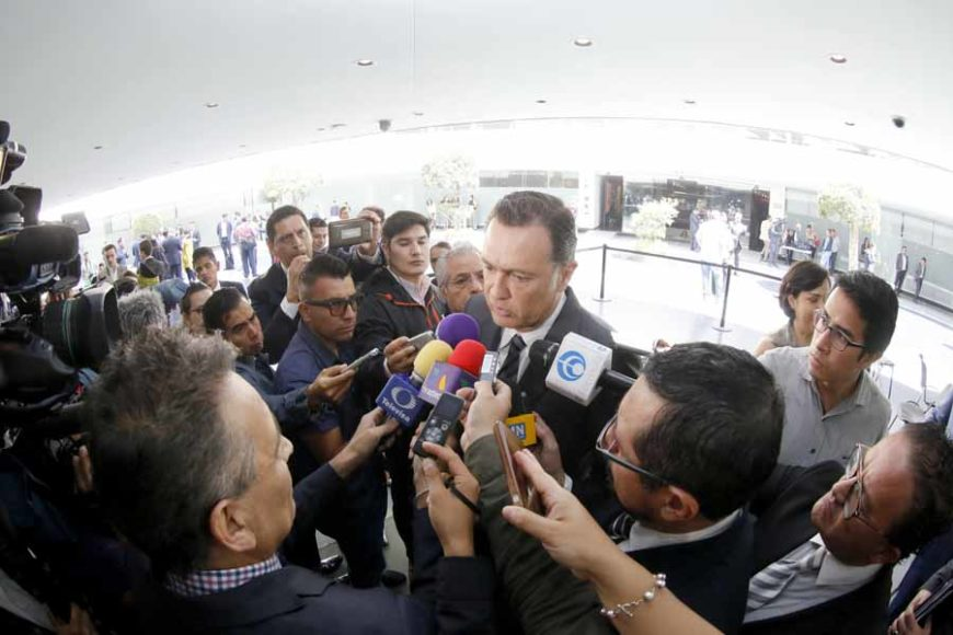 Entrevista al coordinador del Grupo Parlamentario del Partido Acción Nacional, MauricioKuri González,durante la sesión ordinaria.
