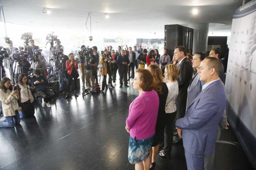 Conferencia de prensa concedida por las senadoras y senadores del GPPAN, encabezados por el coordinador, Mauricio Kuri González.