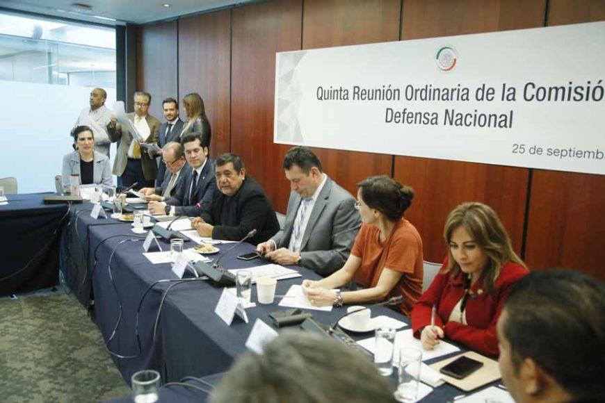 Las senadoras del PAN Josefina Vázquez Mota y Kenia López Rabadán, durante la quinta reunión ordinaria de la Comisión de Defensa Nacional.