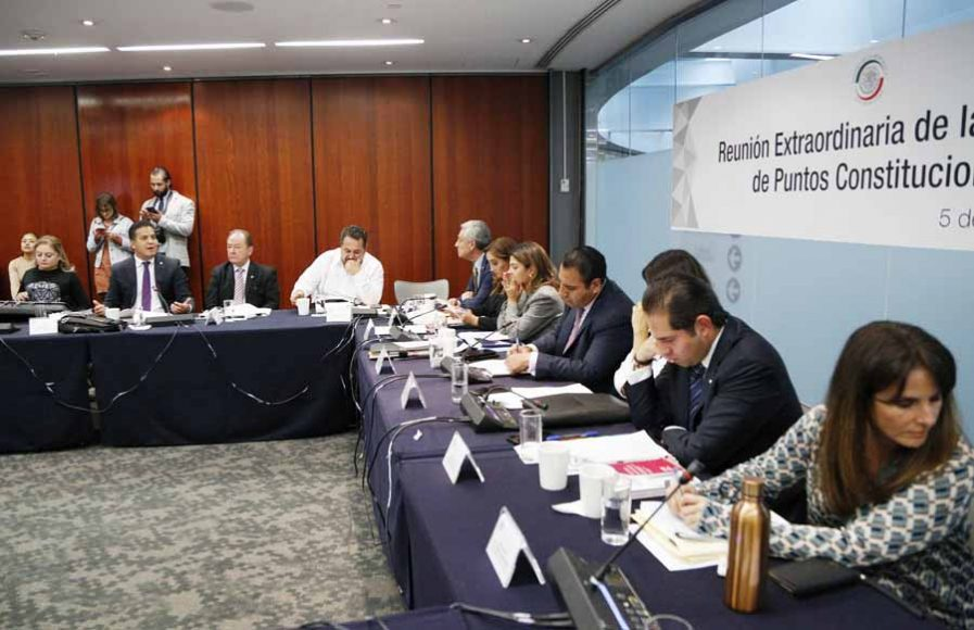 Senador Damián Zepeda Vidales, durante la reunión Extraordinaria de Puntos Constitucionales