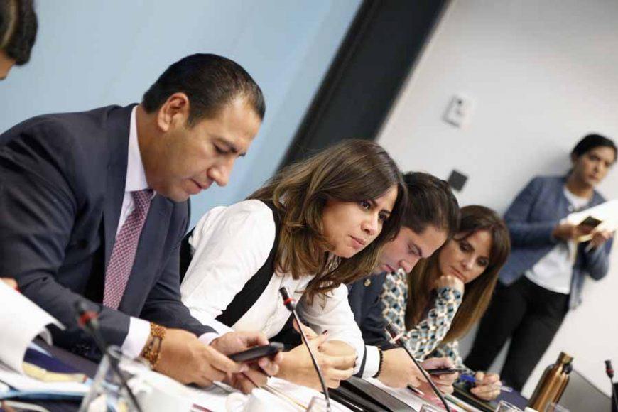 Senadora Indira Rosales San Román, durante la reunión Extraordinaria de Puntos Constitucionales