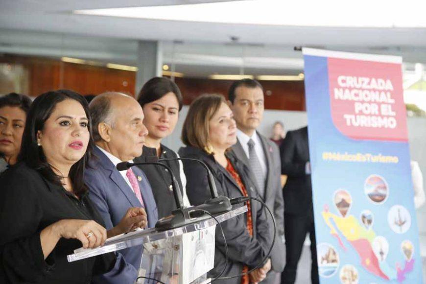 Senadores del PAN ofrecieron conferencia de prensa, encabezados por su coordinador, Mauricio Kuri González