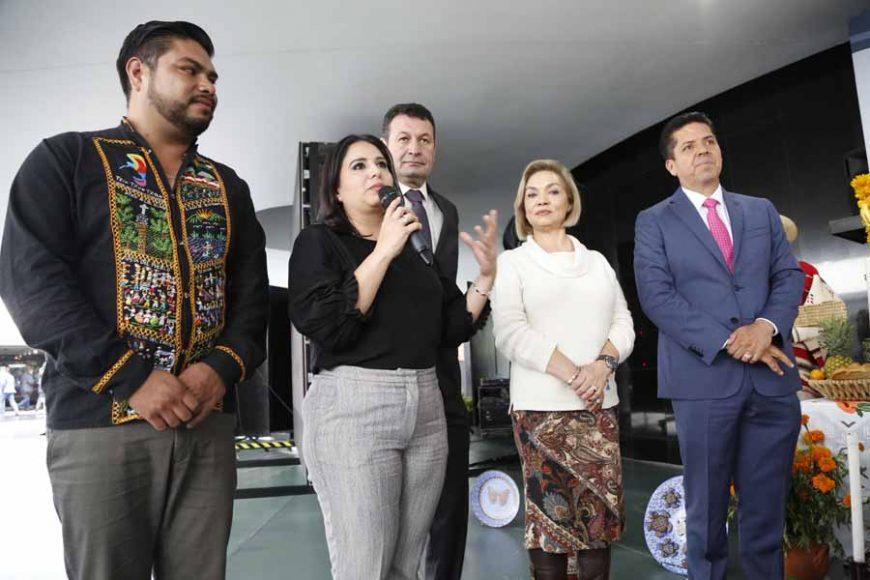 Senadora Mayuli Latifa Martínez Simón, en conferencia de prensa conjunta