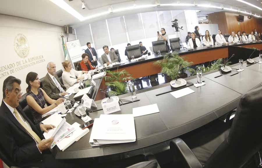 Participación de la senadora Indira Rosales San Román y el senador Marco Antonio Gama Basarte, en la reunión de la Comisión de Salud