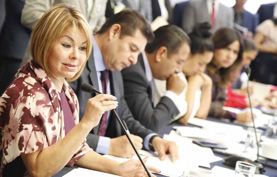 Senadora Minerva Hernández Ramos, en la reunión extraordinaria de las comisiones unidas de Puntos Constitucionales, de Hacienda y de Estudios Legislativos Segunda
