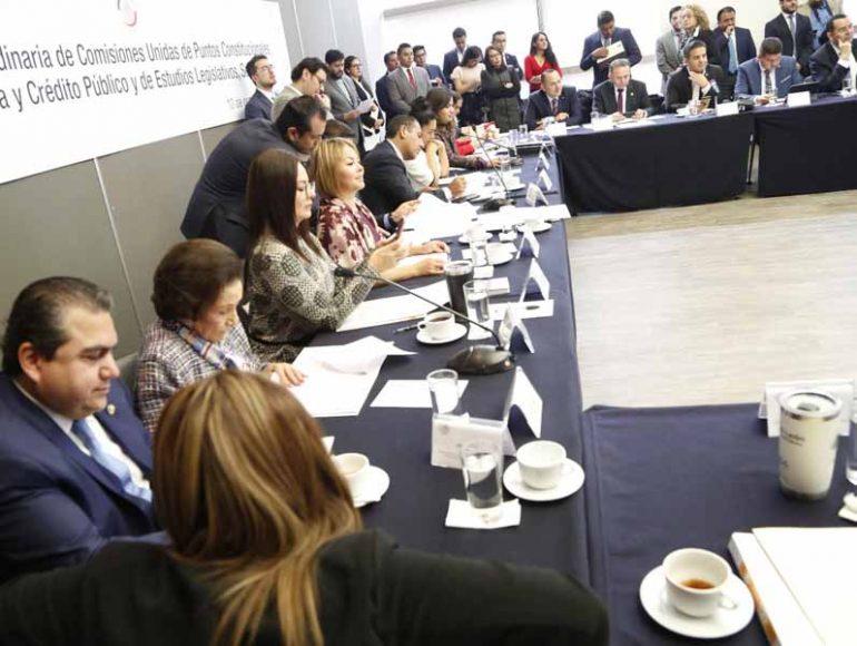 Senador Roberto Moya Clemente, en la reunión extraordinaria de las comisiones unidas de Puntos Constitucionales, de Hacienda y de Estudios Legislativos Segunda