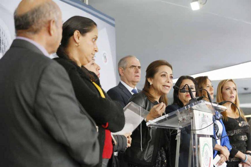 Conferencia de prensa ofrecida por el Grupo Parlamentario del PAN en el Senado, encabezado por la senadora Josefina Vázquez Mota, en conjunto con un grupo de víctimas de violencia sexual infantil.