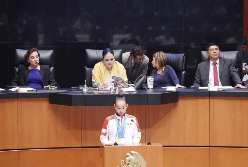 Senadora Guadalupe Murguía Gutiérrez en sesión solemne con atletas participantes en los Juegos Panamericanos