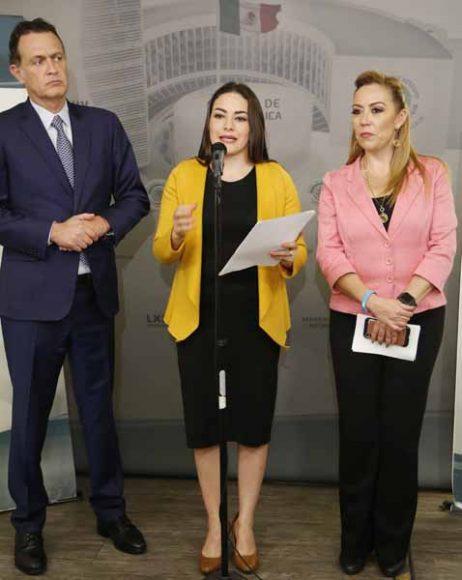 Conferencia de prensa ofrecida por senadoras y senadores del Grupo Parlamentario del PAN, encabezados por su coordinador, Mauricio Kuri González.