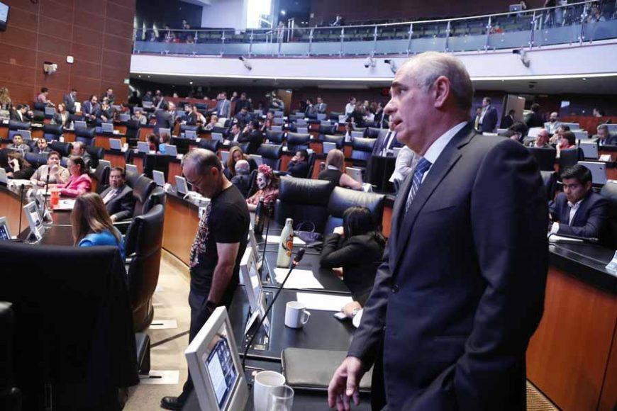 Senadoras y senadores del PAN durante la sesión ordinaria