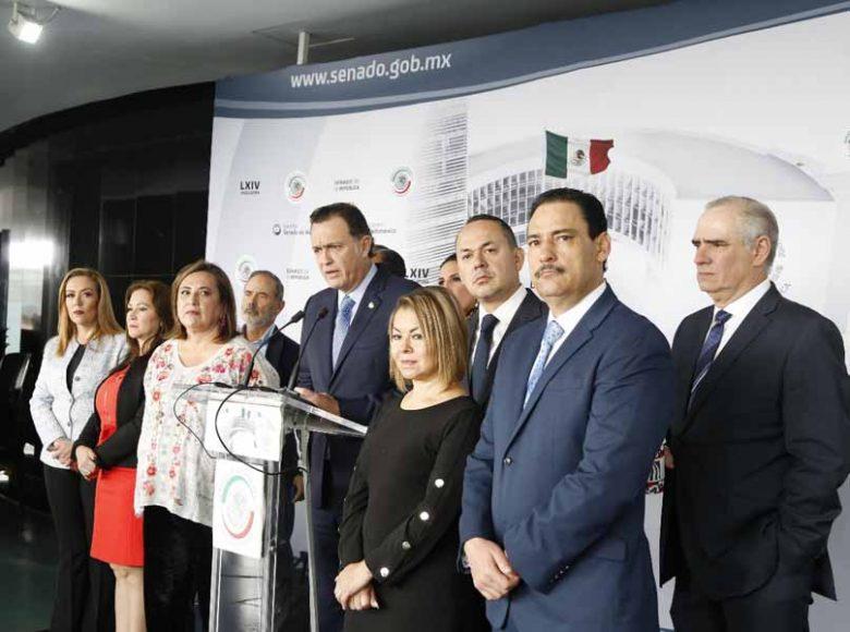 Conferencia de prensa concedida por las y los senadores del PAN, encabezados por el coordinador, Mauricio Kuri González.