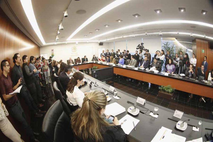 Las senadoras del PAN Guadalupe Saldaña Cisneros, Xóchitl Gálvez Ruiz y Gina Andrea Cruz, durante la reunión de trabajo de la Comisión de Agricultura, Ganadería y Pesca, y Recursos Naturales y Cambio Climático