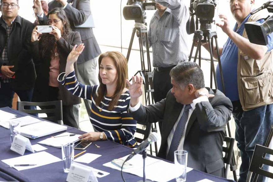 La senadora Gloria Núñez Sánchez y los senadores Ismael García Cabeza de Vaca y Víctor Fuentes Solís, durante la reunión de trabajo de la Comisión de Marina.