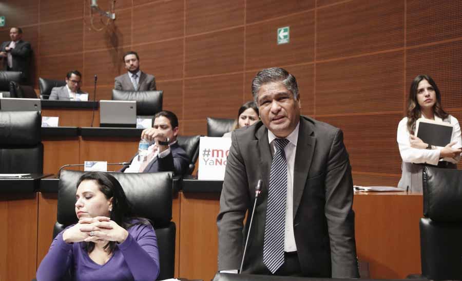 Senador Víctor Fuentes Solís al intervenir desde su escaño