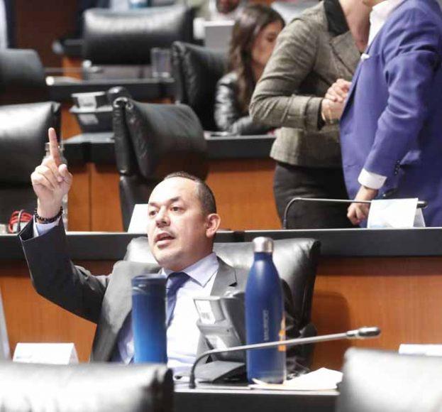 Senador Erandi Bermúdez Méndez en su escaño