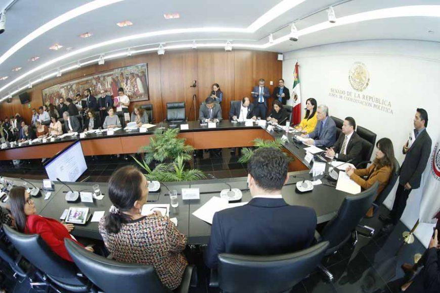 Las senadoras del PAN Kenia López Rabadán, Nadia Navarro Acevedo, Indira Rosales San Román y Gina Andrea Cruz, así como el senador Damián Zepeda Vidales, durante la reunión de comisiones unidas de Gobernación, Derechos Humanos y Justicia.