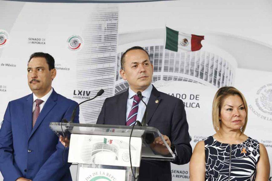 Conferencia de prensa ofrecida por senadoras y senadores del GPPAN, encabezados por su Vicecoordinador, Erandi Bermúdez Méndez.