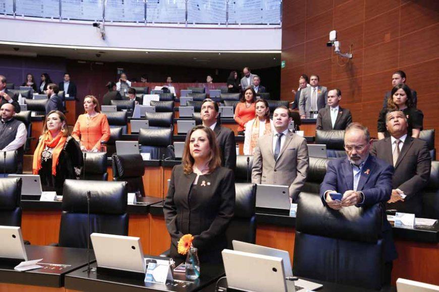 Senadoras y senadores del GPPAN durante los trabajos de la sesión ordinaria