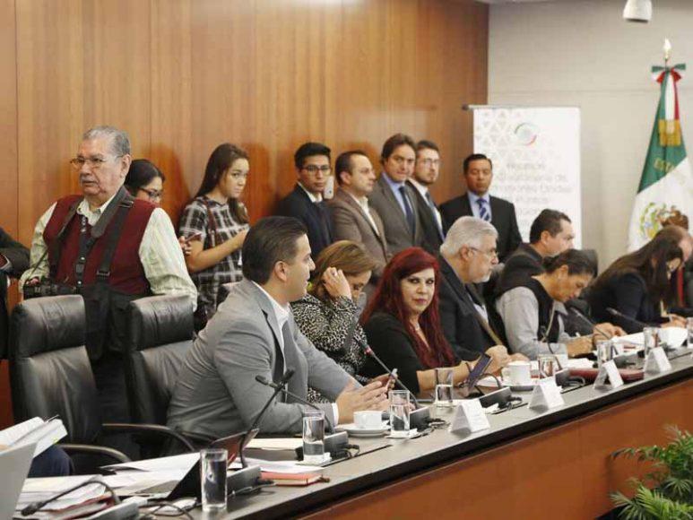 Participación de la senadora Indira Rosales San Román y los senadores Julen Rementería del Puerto y Damián Zepeda Vidales, durante la reunión extraordinaria de las Comisiones Unidas.