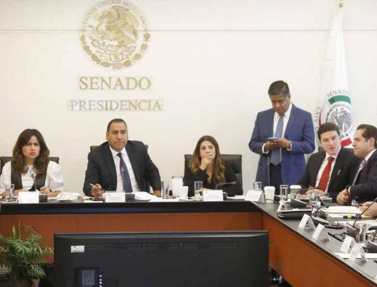 Participación de las senadoras del PAN Indira Rosales San Román y Xóchitl Gálvez Ruiz, en la reunión de las comisiones unidas de Puntos Constitucionales y de Estudios Legislativos Segunda.