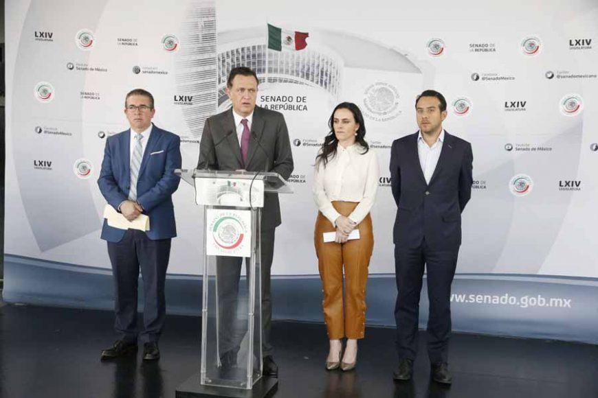 Conferencia ofrecida por el coordinador de los senadores del PAN, Mauricio Kuri González, acompañado de una diputada y diputados locales de Puebla.
