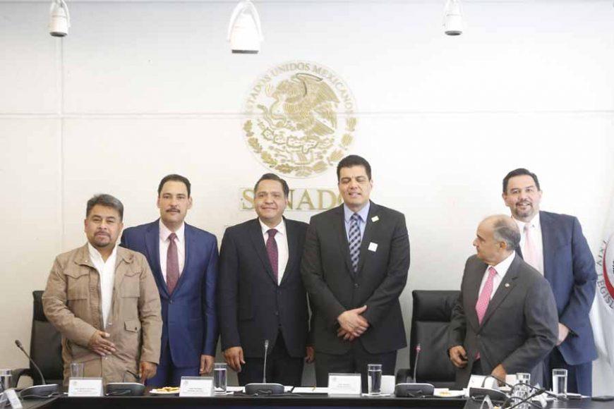 Senadores del PAN durante la reunión de la Comisión de Comunicaciones y Transportes