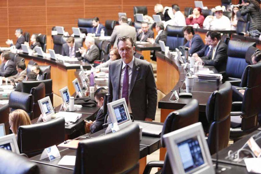 Senadores del PAN durante la sesión ordinaria, en el marco por el que se aprueba el protocolo modificatorio al Tratado entre los Estados Unidos Mexicanos, los Estados Unidos de América y Canadá y, además, dos acuerdos paralelos, firmados el 10 de diciembre de 2019 en la Ciudad de México.