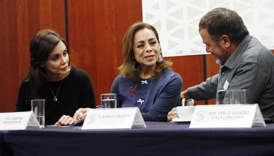 Las senadoras del PAN Josefina Vázquez Mota y Martha Márquez Alvarado, durante su participación en la reunión de trabajo con integrantes de la familia Lebarón.