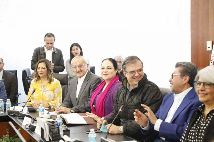 Las senadoras del PAN Gina Andrea Cruz, Josefina Vázquez Mota y Alejandra Reynoso Sánchez, durante la reunión con el secretario de Relaciones Exteriores, Marcelo Ebrard y el subsecretario Jesús Seade, subsecretario de Relaciones Exteriores para América del Norte y negociador del T-MEC.