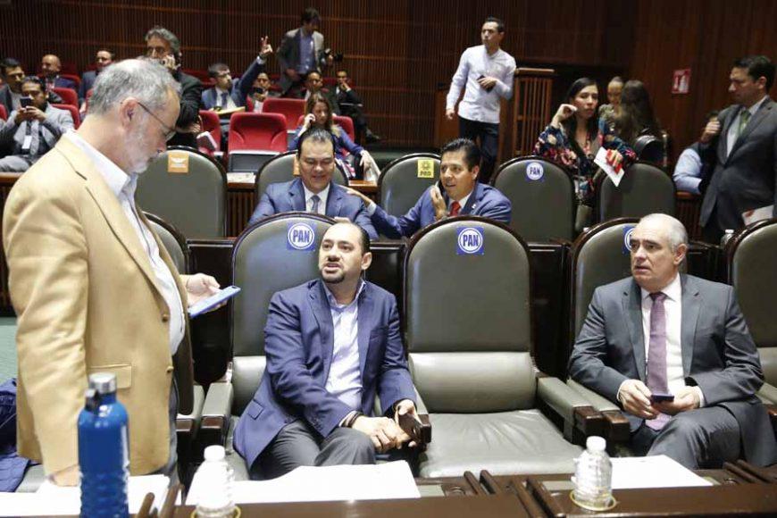 Senadoras y senadores del PAN, durante la sesión de la Comisión Permanente.