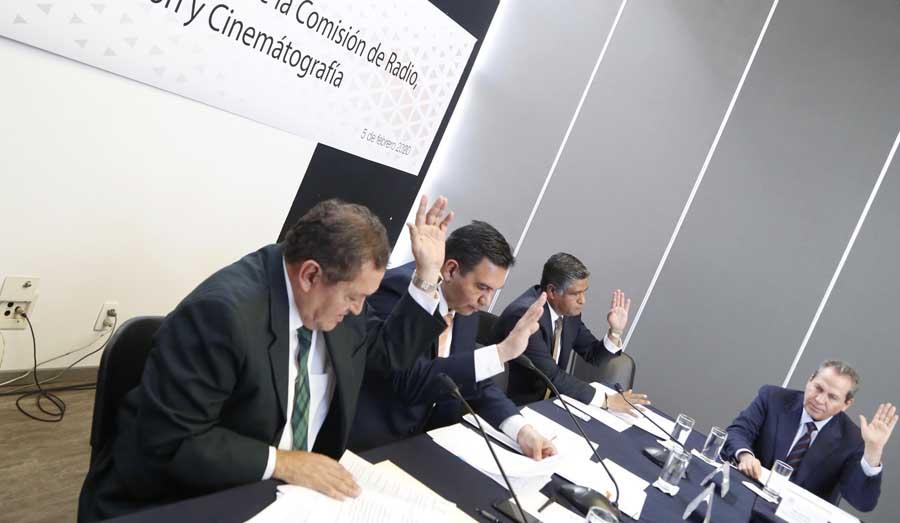Senador Víctor Fuentes Solís, durante la reunión de trabajo de la Comisión de Radio, Televisión y Cinematografía