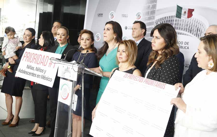 Conferencia de prensa concedida por las senadores y senadores del Grupo Parlamentario del Partido Acción Nacional para fijar posición sobre la ola de feminicidios que inunda al país.