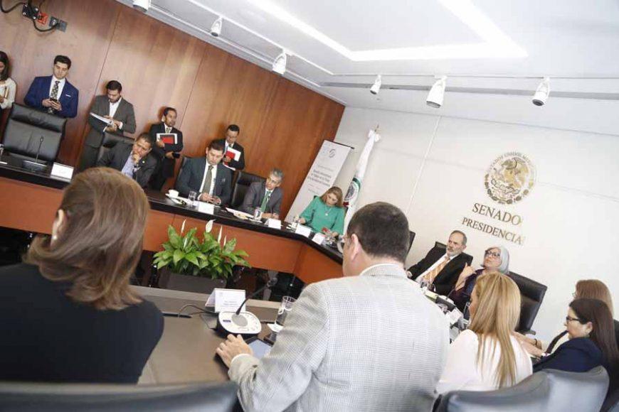 El senador del PAN Gustavo Madero Muñoz, al presidir la reunión de trabajo de la Comisión de Economía, con la titular de la Secretaría de Economía, Graciela Márquez Colín, en la que participaron las senadoras Josefina Vázquez Mota y Alejandra Reynoso Sánchez.