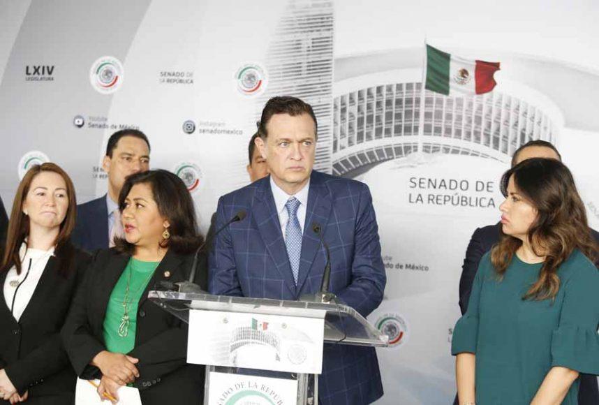 Conferencia de prensa concedida por las senadoras y senadores del Grupo Parlamentario del Partido Acción Nacional para hablar sobre la emergencia nacional de feminicidios que vive el país.
