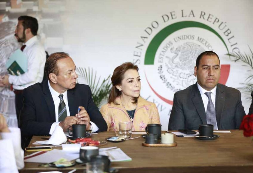 El coordinador de los senadores del PAN, Mauricio Kuri González, así como la senadora Josefina Vázquez Mota, durante la reunión de la Junta de Coordinación Política con la secretaria de Gobernación.