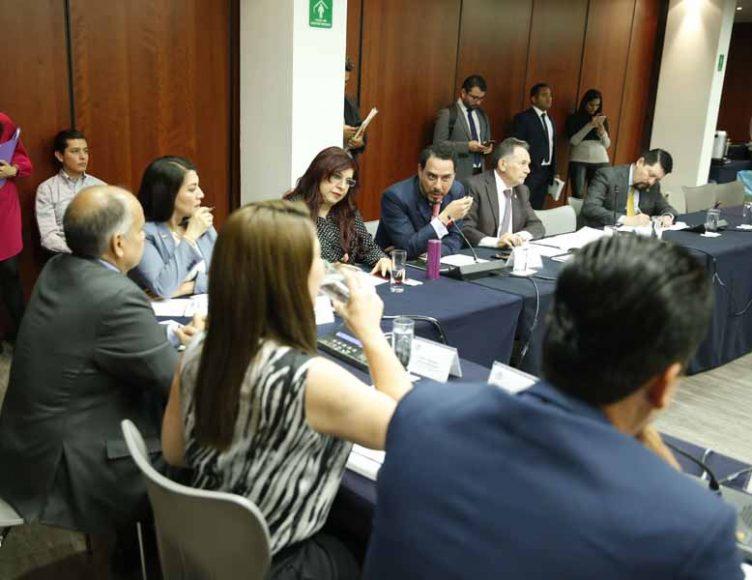 Las senadoras del PAN Mayuli Martínez Simón, Lupita Saldaña Cisneros y Gloria Núñez Sánchez, así como el senador Raúl Paz Alonzo, durante la reunión de trabajo de la Comisión de Turismo.