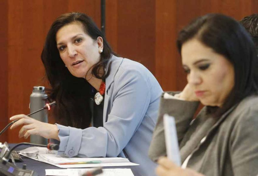 Senadoras del PAN Kenia López Rabadán y Mayuli Latifa Martínez Simón, durante la reunión de trabajo de la Comisión de Puntos Constitucionales