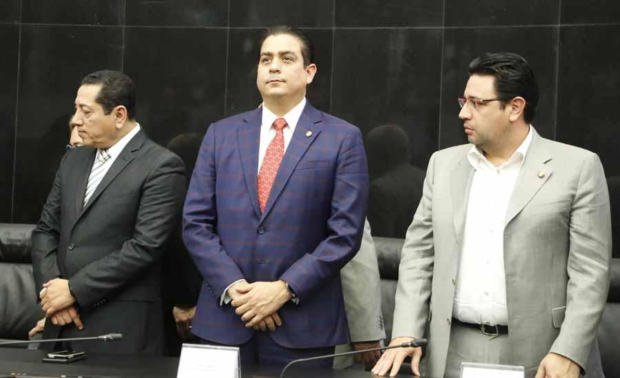 El senador del PAN Ismael García Cabeza de Vaca, durante la entrega de diplomas de la SEMAR, por parte de la Comisión de Marina.