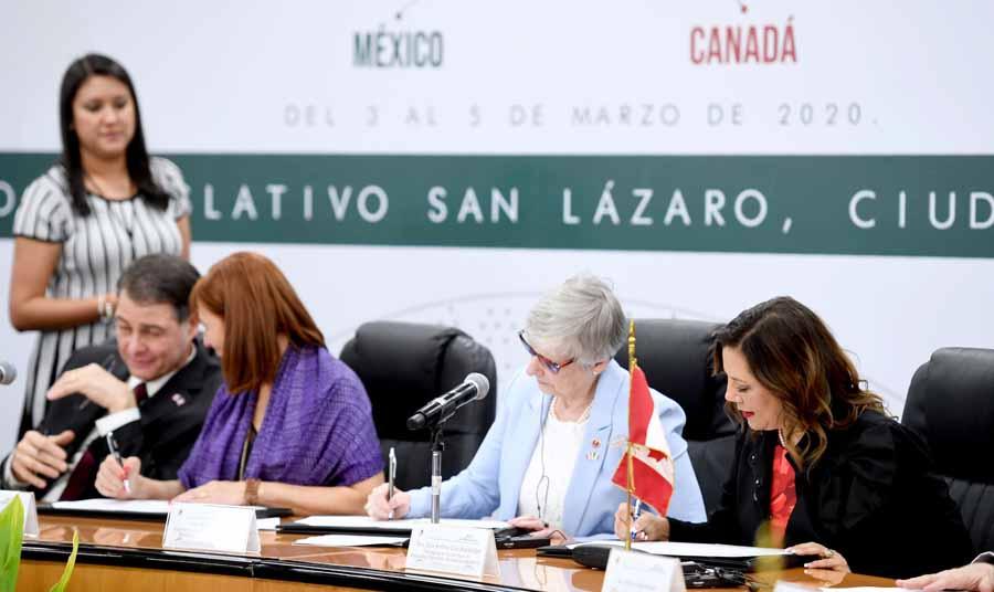 Senadora Gina Andrea Cruz Blackledge, durante la conferencia de prensa ofrecida por integrantes de la XXIII Reunión Interparlamentaria México-Canadá.