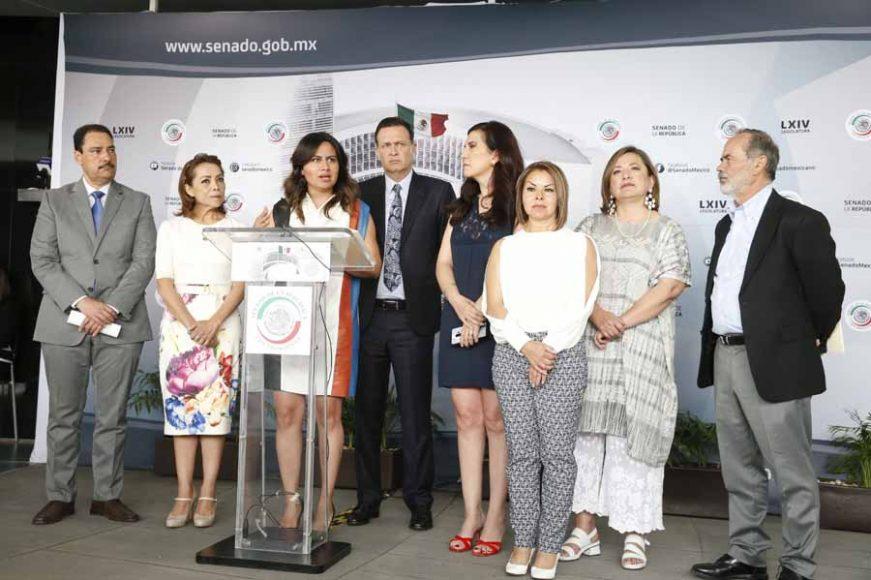 Conferencia de prensa ofrecida por senadoras y senadores del GPPAN, encabezados por su Coordinador, Mauricio Kuri González, previo al inicio de la sesión ordinaria.