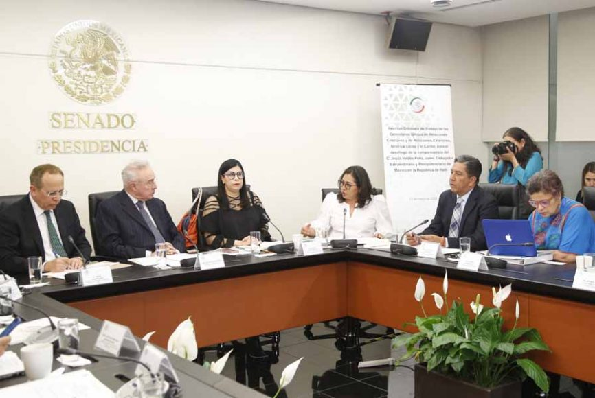 Senador Marco Gama en reunión de la Comisión de Relaciones Exteriores.