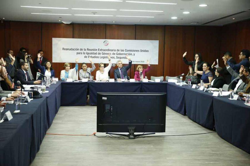 Las senadoras del PAN Kenia López Rabadán, Nadia Navarro Acevedo e Indira Rosales San Román, así como el senador panista Damián Zepeda Vidales, durante la reunión Extraordinaria de Comisiones Unidas para la Igualdad de Género; Gobernación, y Estudios Legislativos, Segunda.