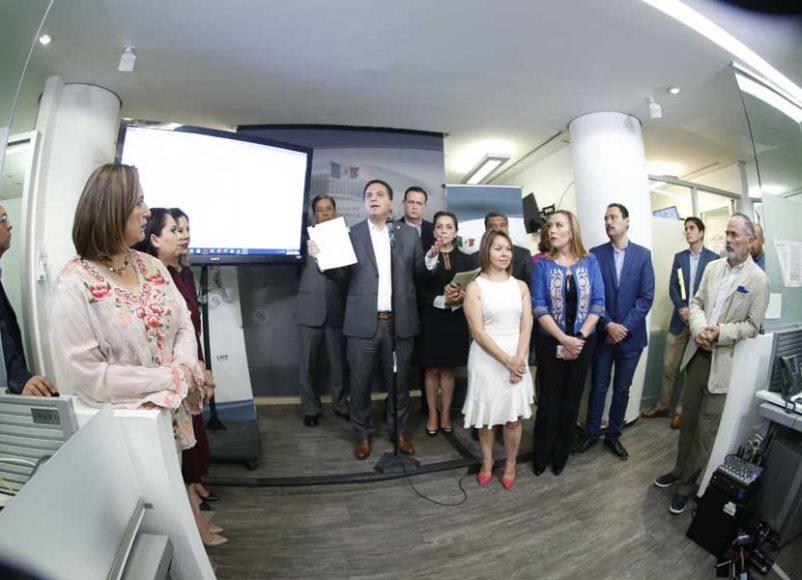 Senadoras y senadores, encabezados por su Coordinador, Mauricio Kuri González, presentan el informe final relativo a los resultados de la inspección realizada el 26 de septiembre a las instalaciones del Partido Acción Nacional, ubicadas en el Senado de la República de la ciudad de México, para los servicios de telefonía y comunicaciones.