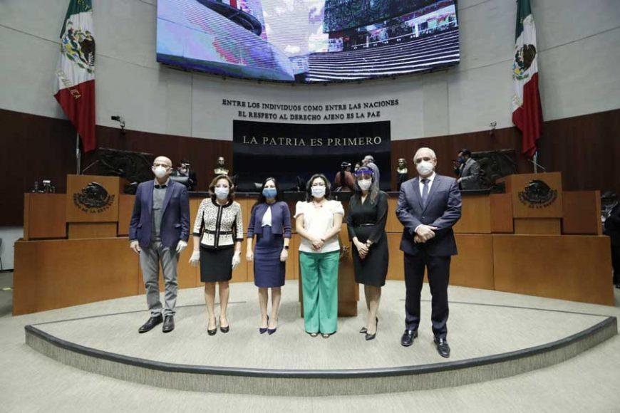Grupo de legisladores del PAN al término de la Comisión Permanente