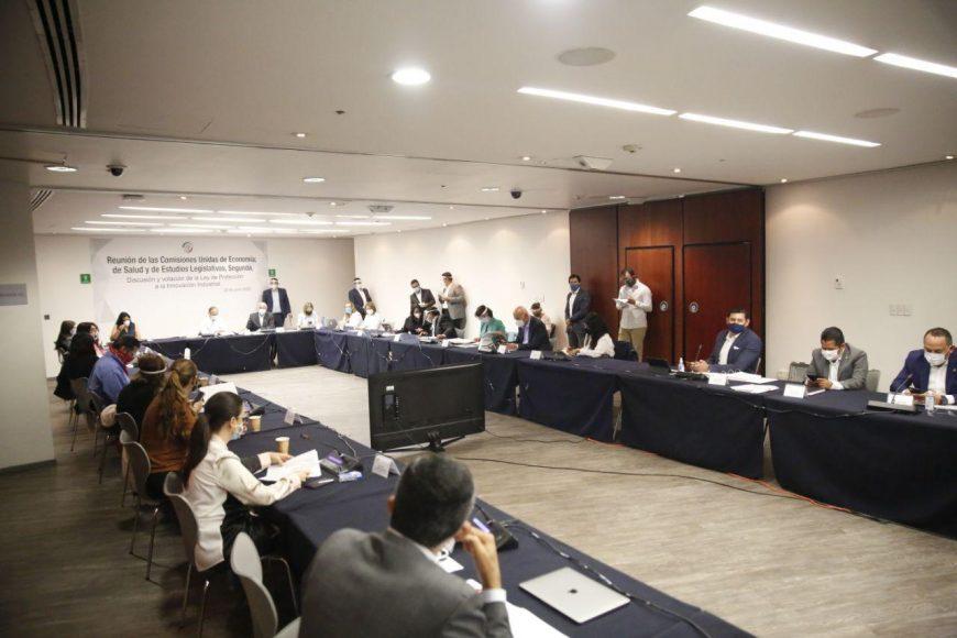 El senador Gustavo Madero Muñoz, durante la reunión de las Comisiones Unidas de Economía, de Salud y de Estudios Legislativos, Segunda; así como la senadora Alejandra Reynoso Sánchez y los senadores Damián Zepeda Vidales y Erandi Bermúdez Méndez.